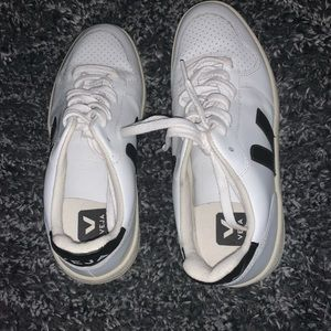 Veja Sz 7 sneakers white with black writing